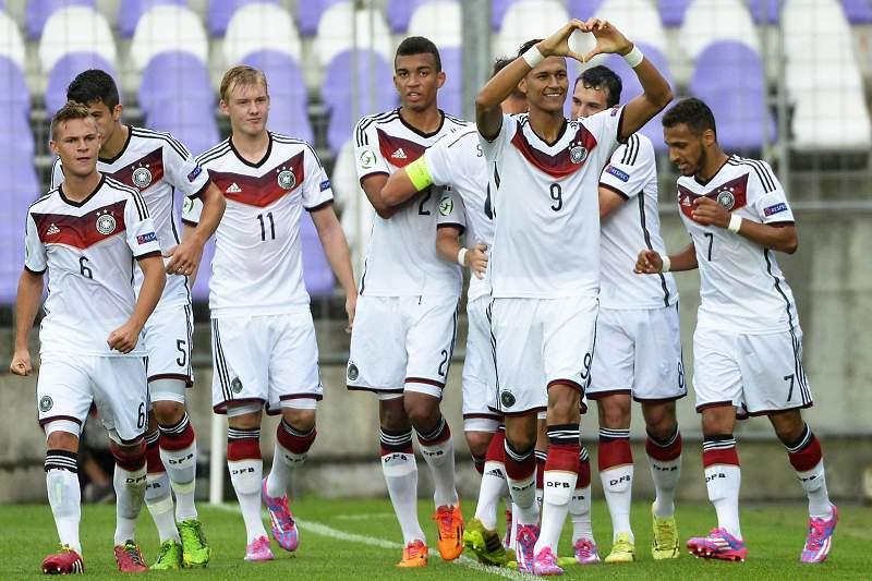Davie Selke celebra um golo contra a Áustria