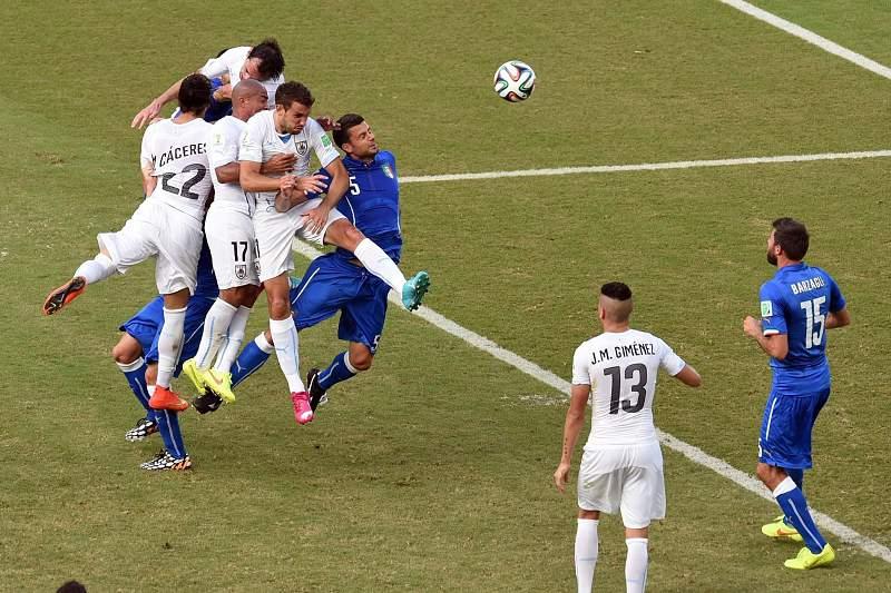 Uruguai marca à Itália
