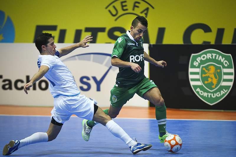 Paulinho em ação pelo Sporting