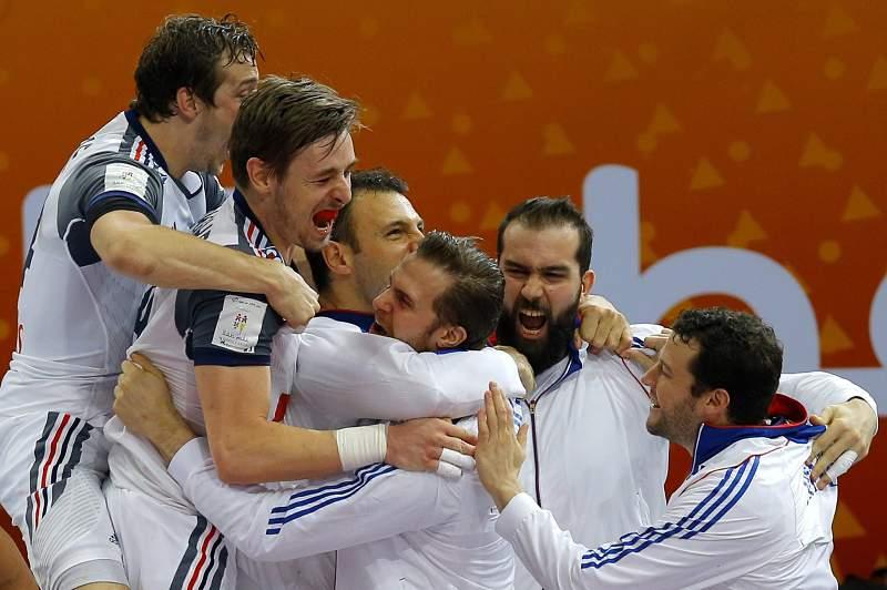 Jogadores franceses celebram passagem à final