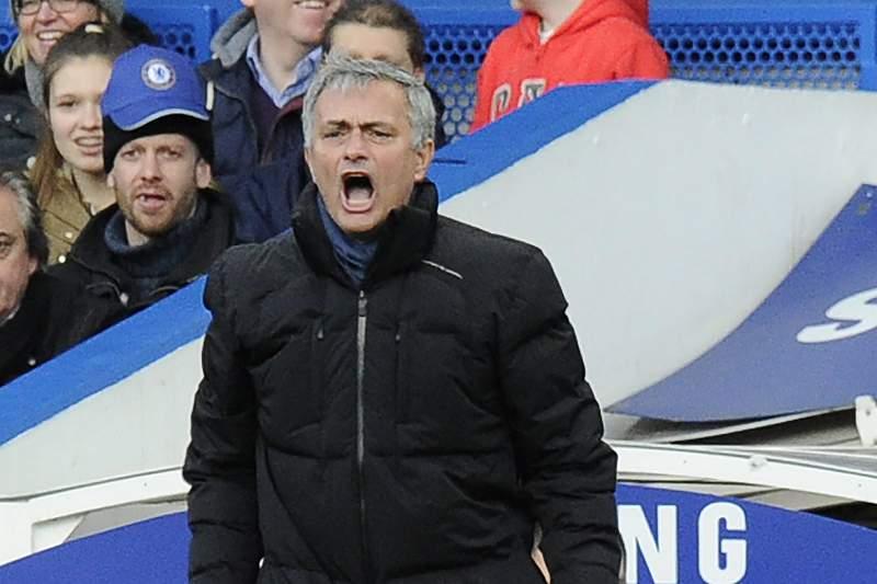Gerrard no meio-campo de sonho de Mourinho