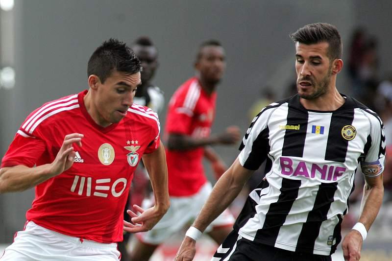 João Aurélio e Gaitán disputam a bola
