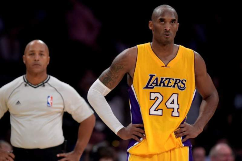 Kobe decide para os Lakers