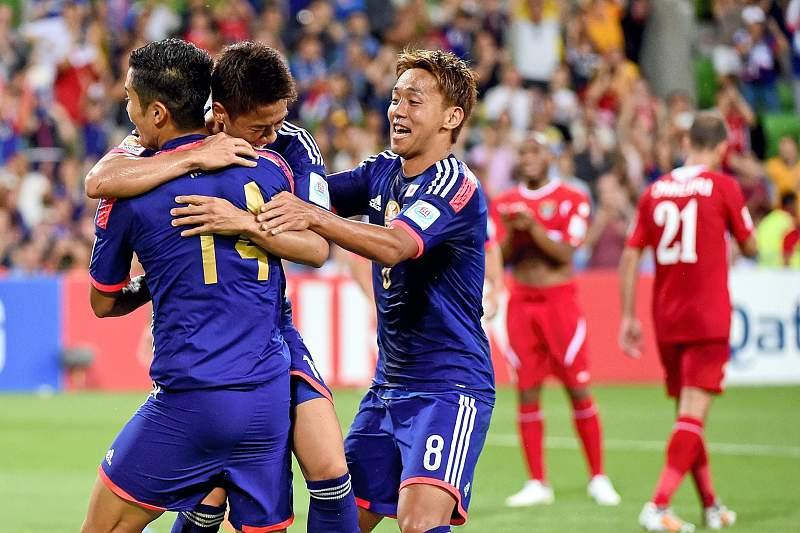 Jogadores japoneses celebram um golo