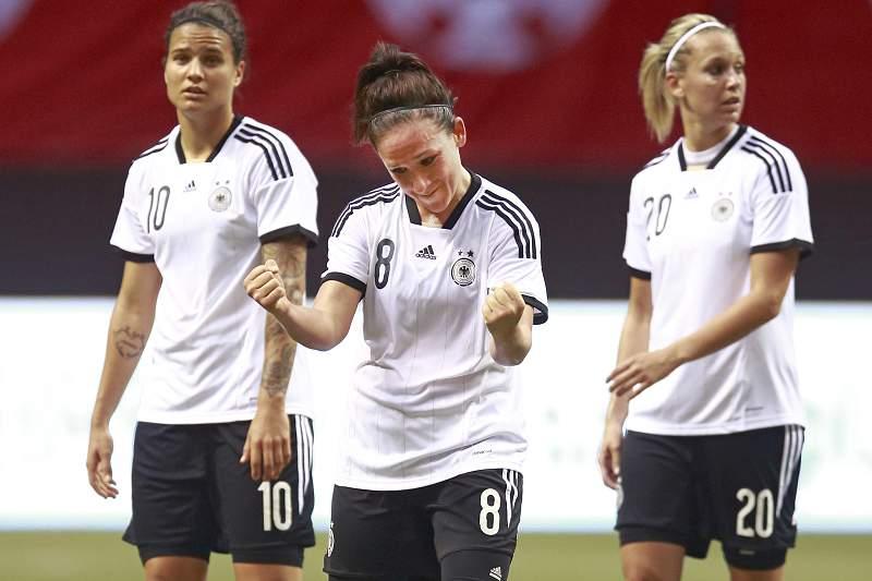 Nadine Kessler foi eleita a melhor futebolista do mundo de 2014