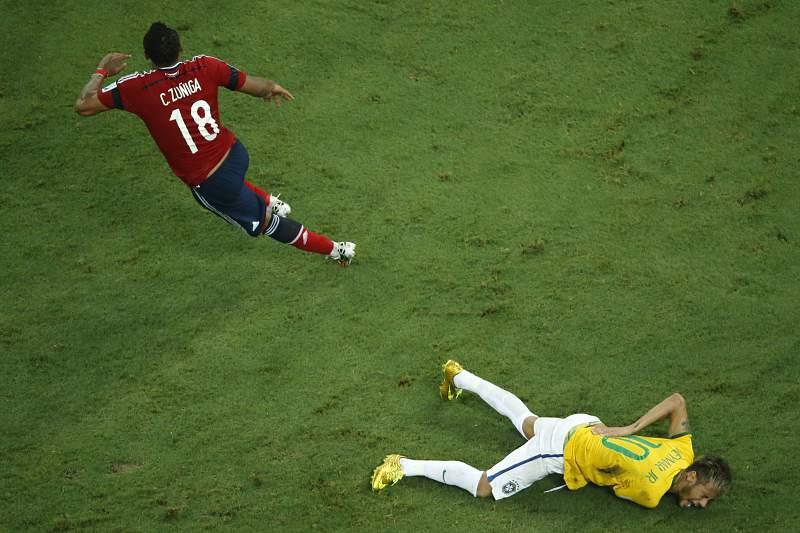 Zuniga e Neymar