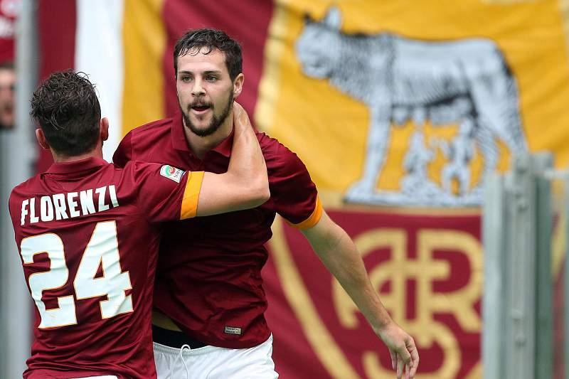 Mattia Destro e Alessandro Florenzi celebram o golo da AS Roma