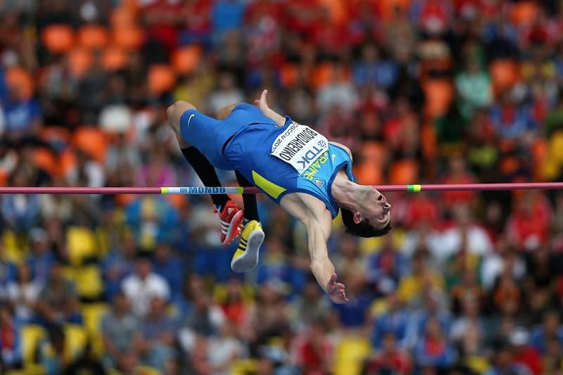 Bohdan Bondarenko voa na prova de salto em altura