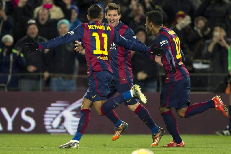 Messi festeja com Neymar