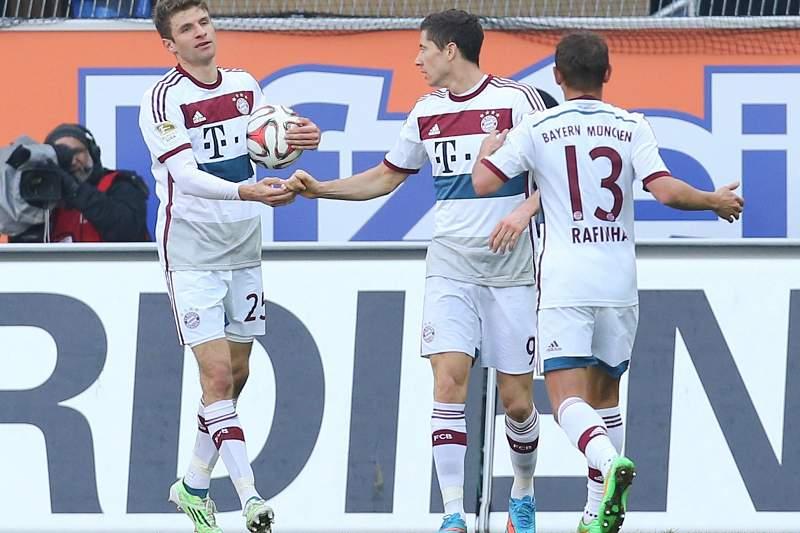 Lewandowski, Mueller e Rafinha celebram vitória do Bayern