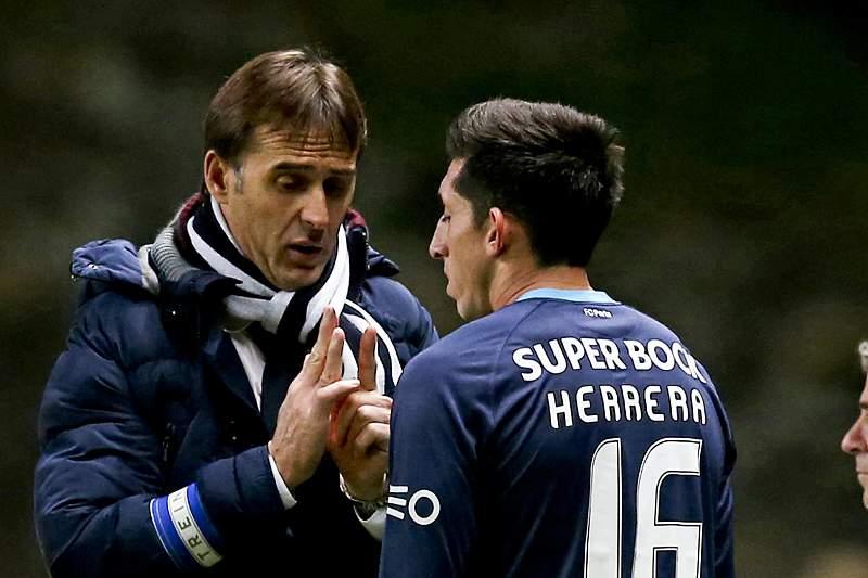 Herrera recebe instruções de Lopetegui