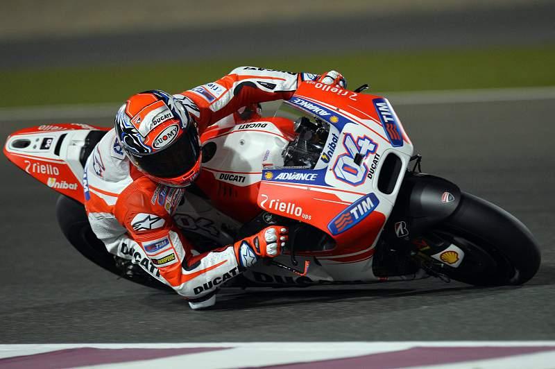 Andrea Dovizioso em ação no Circuito internacional de Losail, em Doha