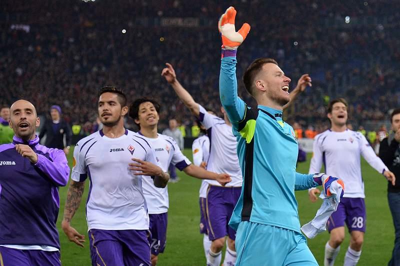 Fiorentina verga AS Roma e segue para os quartos-de-final
