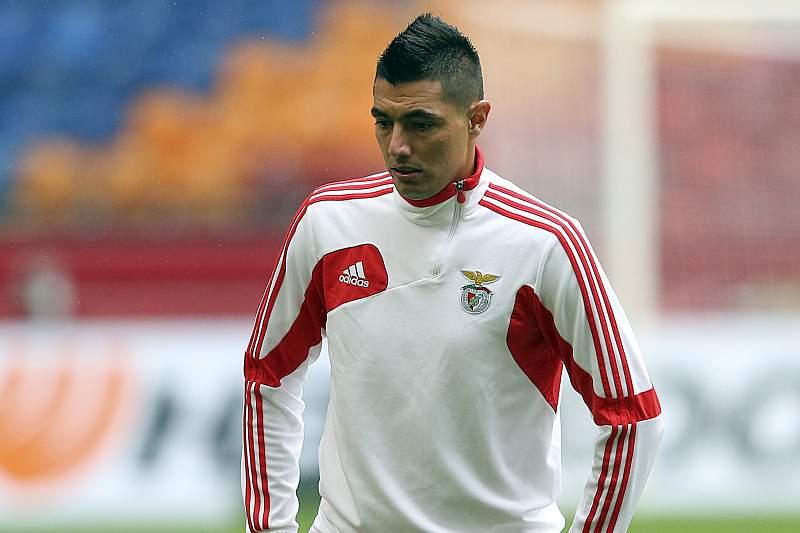 Cardozo sai do Benfica