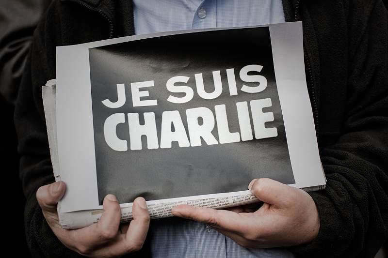 Minuto de silêncio pelas vítimas do ataque em Paris