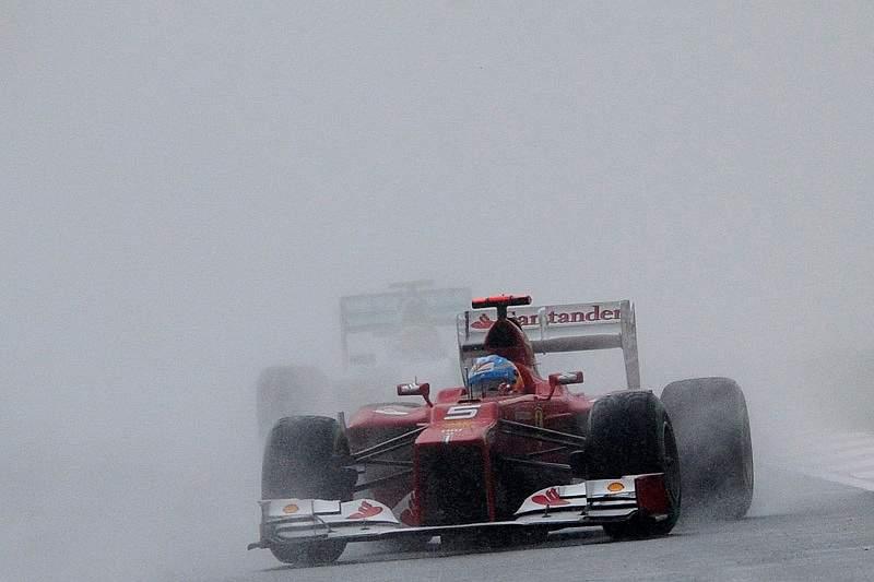 Ferrari driver Fernando Alonso of Spain leads Formula One's Malaysian Grand Prix at the Sepang International Circuit in Sepang on March 25, 2012 AFP PHOTO / ROSLAN RAHMAN