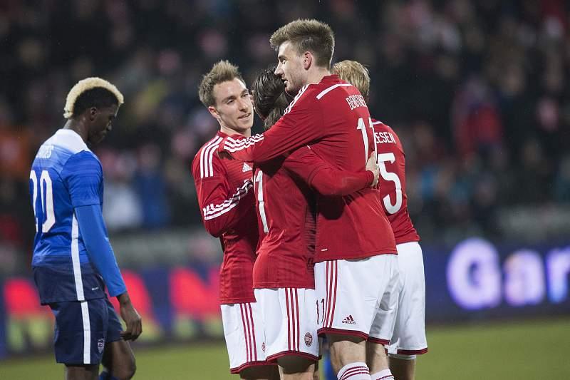 Nicklas Bendtner celebra o