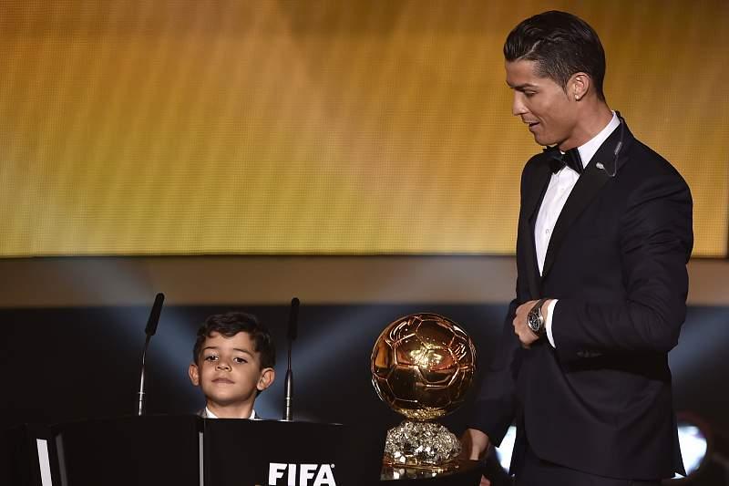 Cristiano Ronaldo e o filho na Gala da FIFA