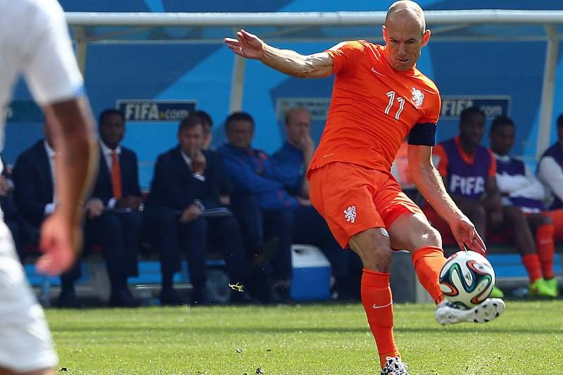 Robben foi decisivo em mais um triunfo da Holanda