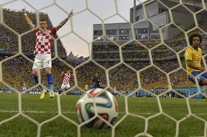 O jogo de abertura do Mundial 2014 ficou marcado pela arbitragem polémica de Nishimura