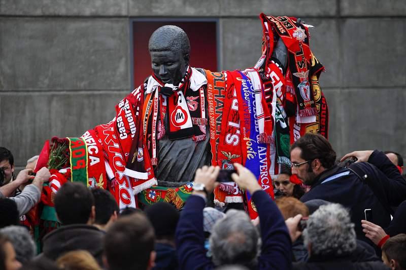 Estátua de Eusébio no Estádio da Luz