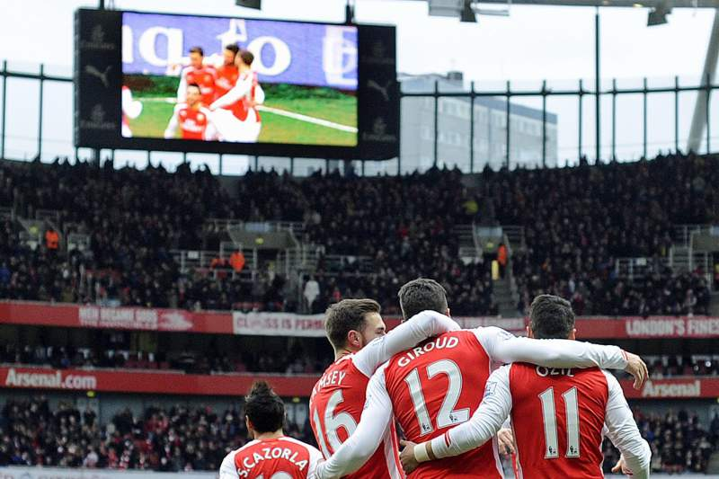 Giroud bisa na vitória do Arsenal