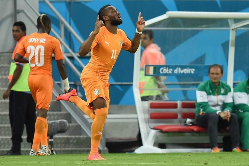 Drogba lidera reação da Costa do Marfim