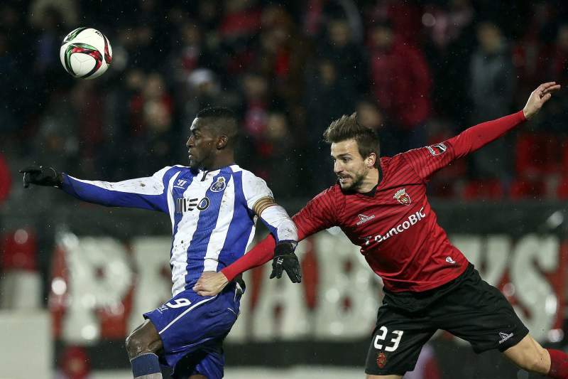 Henrique rescinde contrato com Penafiel e assina pelo Feirense