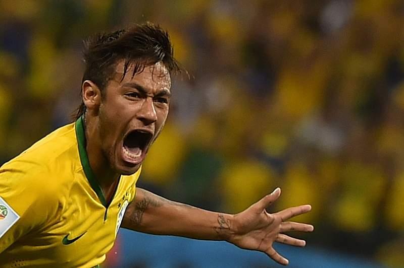 Neymar marca pelo Brasil
