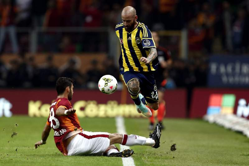 Raul Meireles joga no Fenerbahçe