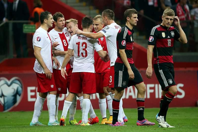 Polacos celebram a vitória frente à Alemanha