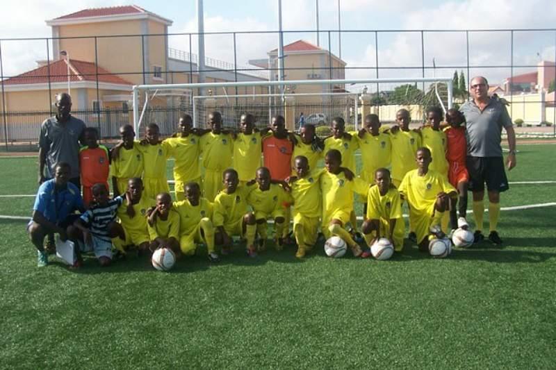 Torneio juvenil em Angola