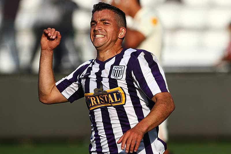 Gabriel Costa celebra um golo ao serviço do Alianza Lima