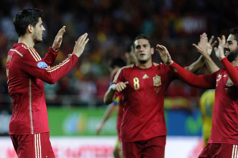Álvaro Morata celebra o seu primeiro golo na equipa principal de Espanha
