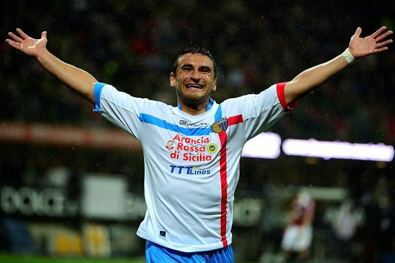 Bergessio, ex-Benfica, joga no Catania