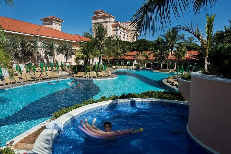 Vista da piscina do Royal Plaza Resort em Campinas