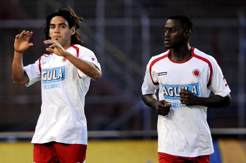 Colombian footballers (L-R) Pablo Armero, Falcao Garcia and Jackson Martinez jog during a training session on October 6, 2009 in Medellin, Antioquia department, Colombia. Colombia will face Chile on October 10 in a FIFA World Cup South Africa-2010 South American qualifier. AFP PHOTO/Raul Arboleda