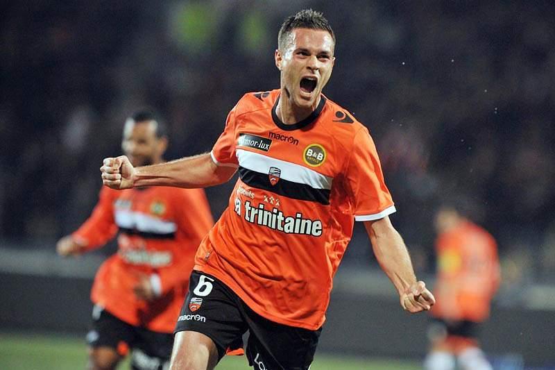 Lorient goleia Guingamp por 4-0 e sube ao sexto lugar