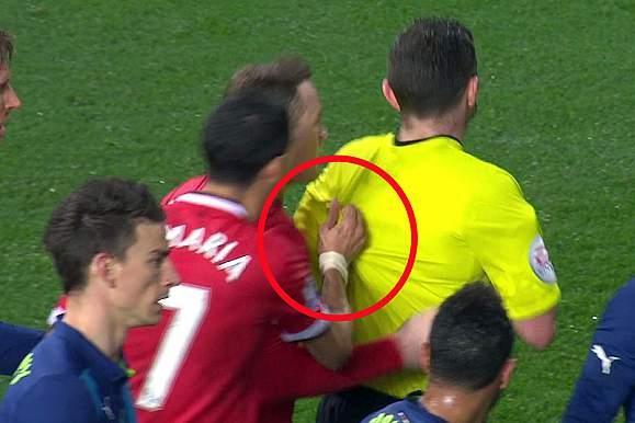 Angel Di María expulso no jogo pelo Manchester United