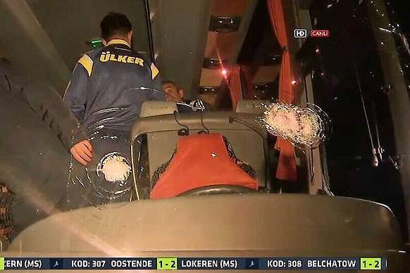 Autocarro do Fenerbahce atingido a tiro
