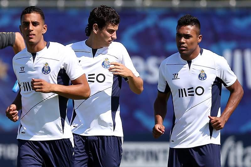 Víctor García, Lichnovsky e Alex Sandro num treino do FC Porto