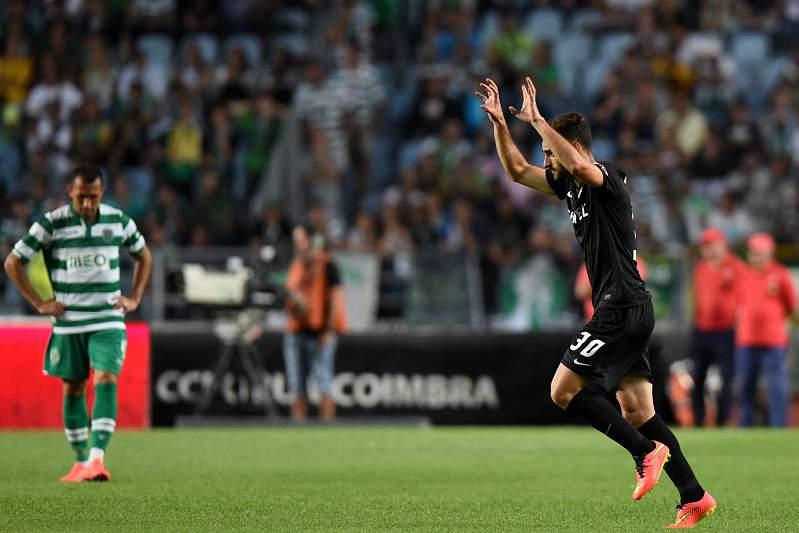 Rafael Lopes celebra golo contra Sporting