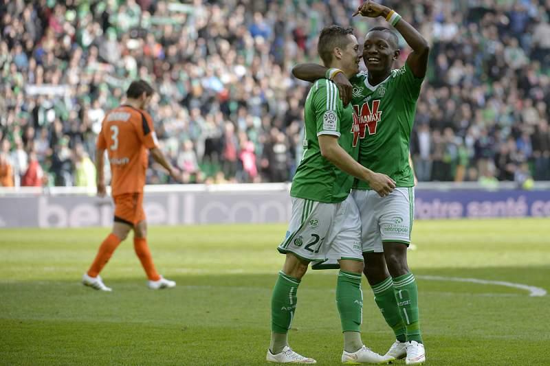 Max-Alain Gradel e Romain Hamouma celebram um golo do Saint-Étienne