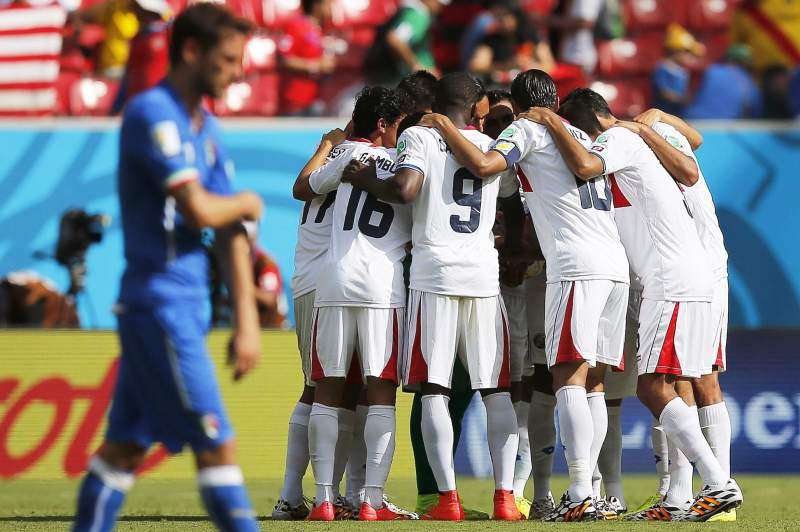 Costa Rica festeja golo frente a Itália