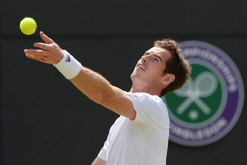 Campeão Andy Murray segue em frente