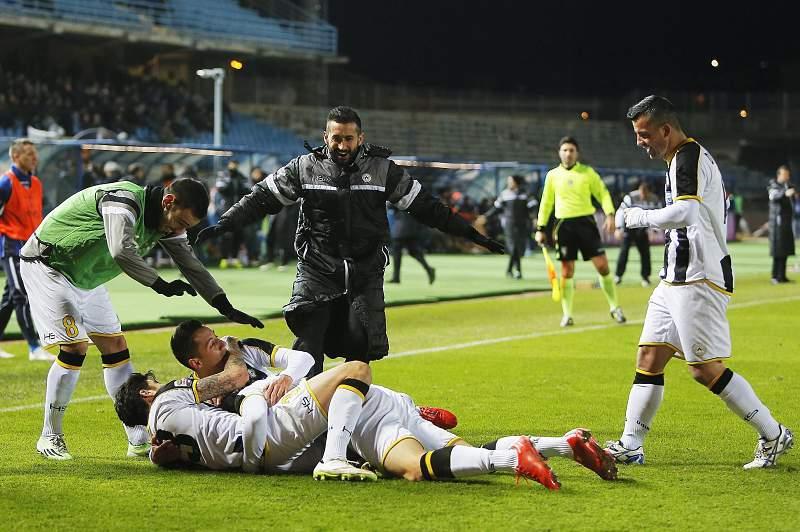 Widmer celebra o golo no triunfo da Udinese