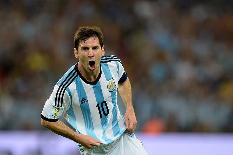 Messi faz o segundo da Argentina