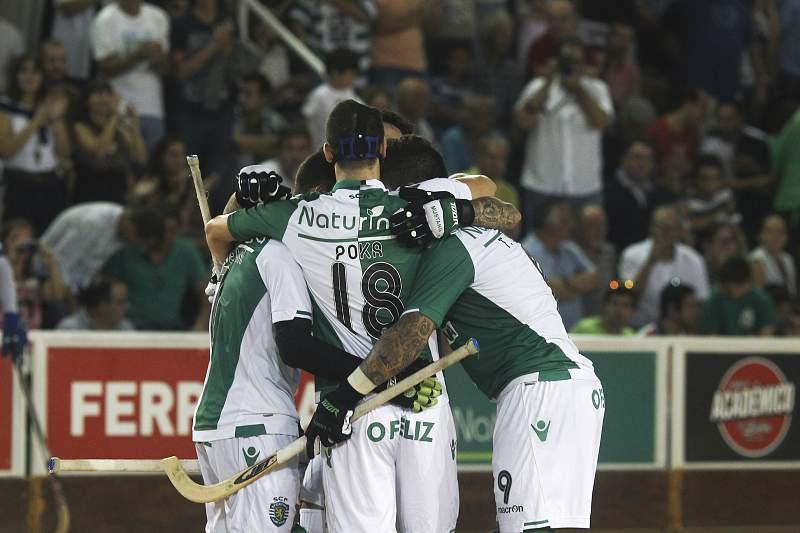 Jogadores do Sporting comemoram a vitória