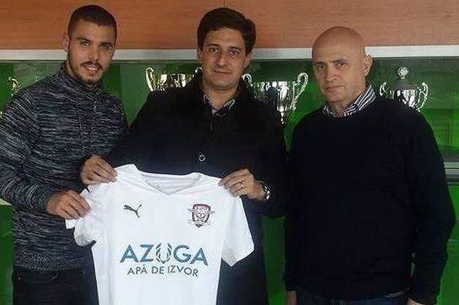 Médio assinou pelo Rapid Bucareste