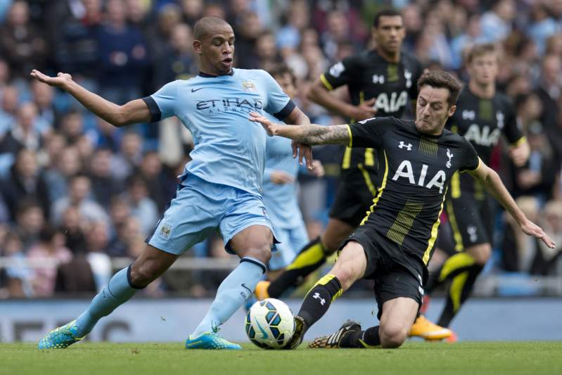 Fernando com a camisola do City